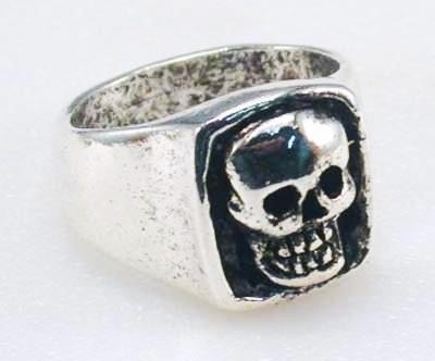 Image R17 Giant Skull Ring