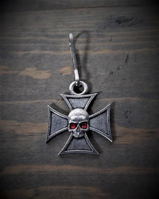 Image BZP-33 Maltese Cross Skull Diamond Zipper Pull