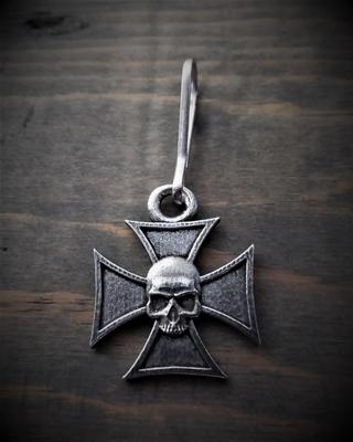 Image BZP-32 Maltese Cross Skull Zipper Pull